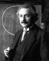 Figure 1 : Albert Einstein pendant une conférence à Vienne en 1921 (photo Wikimedia Commons)